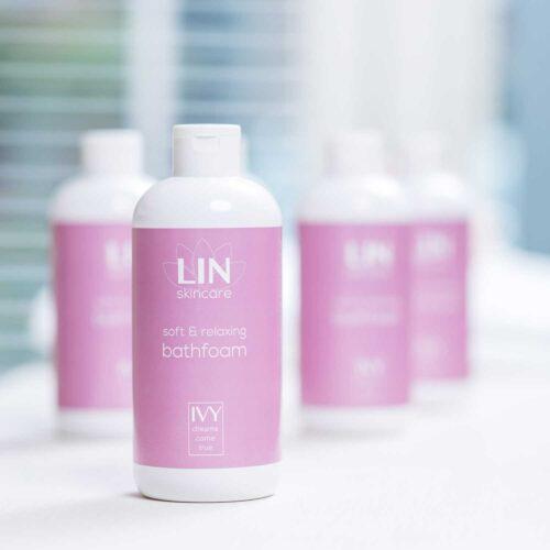 De verzachtende en ontspannende badschuim van LIN Skincare
