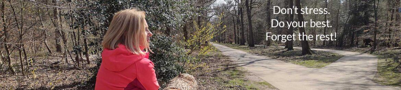 Belinda in het bos aan het ontspannen - LIN Skincare
